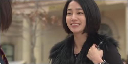 Où Jan Di rencontre-t-elle Ha Jae Kyung, la future fiancée de Jun Pyo ?