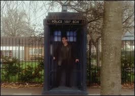 La plus grande particularité du TARDIS est qu'il est plus petit à l'extérieur.