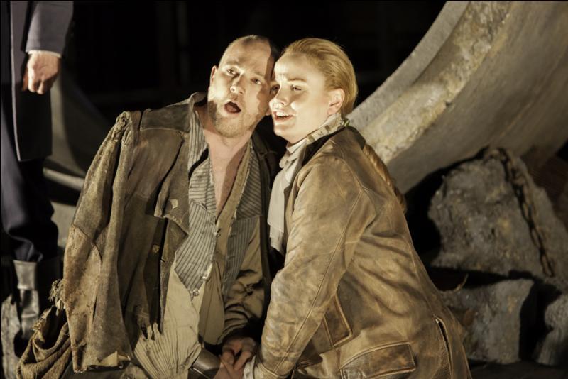 Dans l'unique opéra de Beethoven  Fidelio , où vit Florestan, le mari de Léonore ?