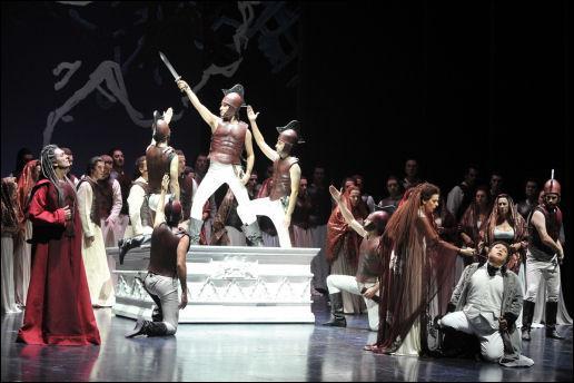 De qui  Oroveso  est-il le père dans un opéra célèbre de Bellini ?
