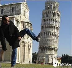 La tour de Pise est célèbre pour son inclinaison qui est de :