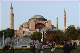 La basilique Sainte-Sophie est devenue au XVème une mosquée. Depuis 1934, c'est :
