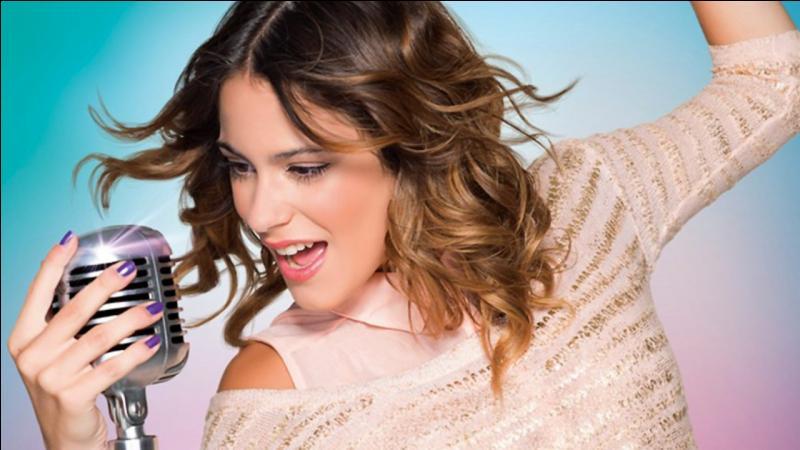 De qui Violetta hérite-t-elle sa magnifique voix ?