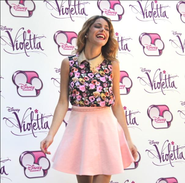 Quelle personne aide Violetta à prendre conscience de son talent ?