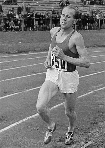 Quelle était la spécialité d'Emil Zatopek, athlète tchécoslovaque, plusieurs fois champion olympique dans les années cinquante ?