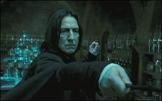 Dans  Harry Potter et l'Ordre du Phénix , Severus Rogue entraine Harry Potter à l'occlumancie, une discipline où un sorcier a la capacité de résister à un autre sorcier voulant pénétrer dans ses pensées. Après avoir lancé de nombreuses fois le sort Legilimens, Severus Rogue constate que Harry Potter ne fait aucun effort pour contrôler son esprit. Que lui dit Severus Rogue ?