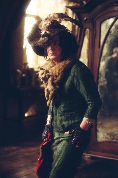La formule magique Riddikulus est enseignée par le professeur Remus Lupin en troisième année, dans  Harry Potter et le Prisonnier d'Azkaban . Quelle forme prend l'épouvantard de Neville Londubat ?