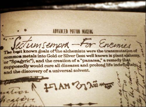 Le Prince de Sang-Mêlé a créé énormément de sortilèges magiques comme Sectumsempra. Quelle note Harry Potter trouve-t-il dans le livre du Prince à propos de ce sortilège, dans  Harry Potter et le Prince de Sang-Mêlé  ?