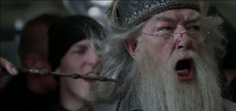 On est dans  Harry Potter et la Coupe de feu . Au cours de quelle épreuve du Tournoi des Trois Sorciers Albus Dumbledore utilise-t-il l'incantation magique Sonorus, pour amplifier sa voix et obtenir le silence ?