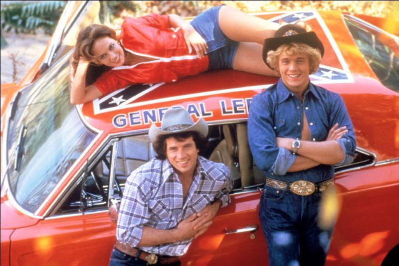 """Les frères Duke conduisent le général Lee, dans """"Sherif fais-moi peur !"""" Mais quelle est la marque de cette voiture ?"""