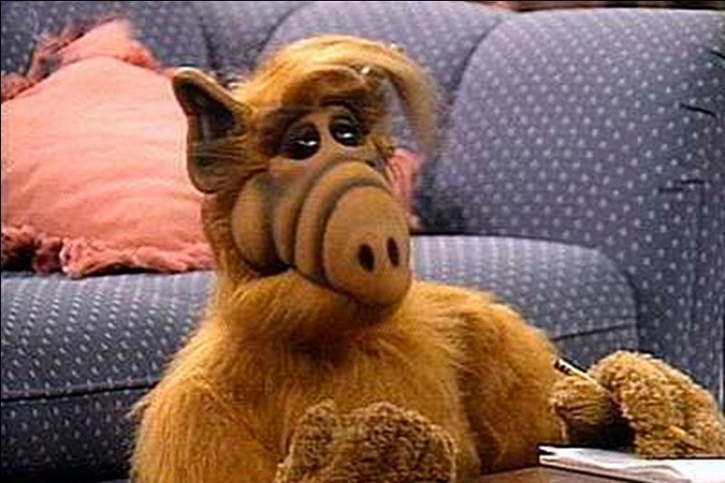 """Quel âge a le personnage de """"Alf"""" au début de la série du même nom ?"""