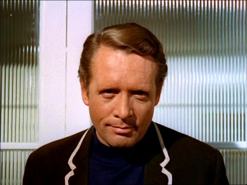 """Le Prisonnier (Patrick McGoohan) serait en fait """"John Drake"""" personnage d'agent secret qu'il jouait dans la série..."""