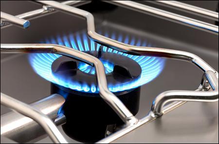 Lequel de ces termes culinaires signifie  cuire à feu vif  ?