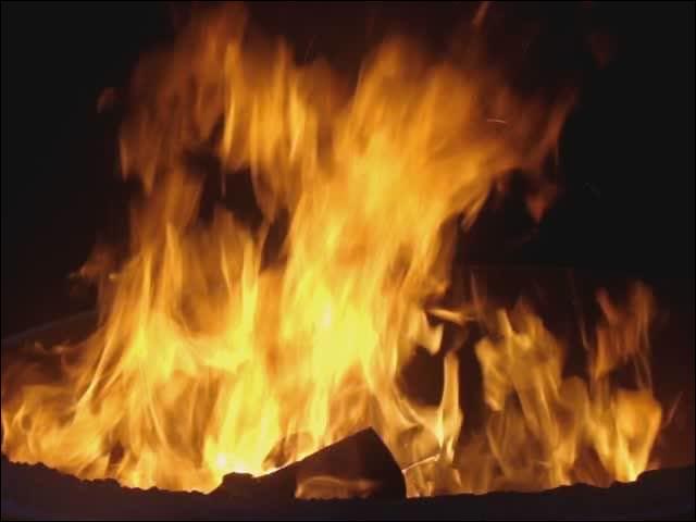 Qui chantait  Il a toujours l'air heureux, le chagrin, lui n'en veut pas, il le jette au milieu d'un feu ...