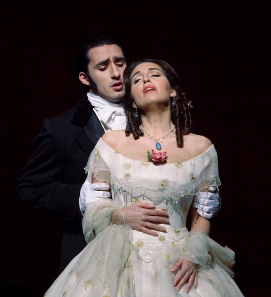 L'opéra  La traviata  de Verdi est un classique du répertoire lyrique. D'où vient son livret ?