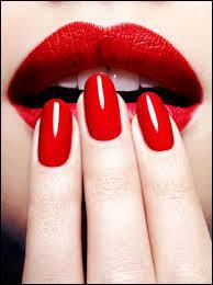 La couleur de base du vernis à ongles et du rouges à lèvres sur l'image est le ...