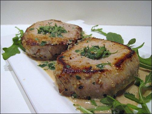 Quel nom donne-t-on aux tranches épaisses faites dans le filet de veau ?