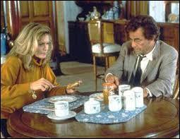 Cette femme en veut personnellement au lieutenant Columbo et tente de tuer sa femme. Qu'a fait Columbo pour s'en faire une ennemie ?