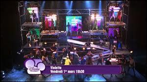 Dans la saison 1, Violetta va-t-elle participer au spectacle de fin d'année ?