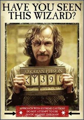 Dans  Harry Potter et le Prisonnier d'Azkaban , pour quelle raison, qui se révélera par la suite inexacte, Sirius Black est-il recherché ardemment par tout le ministère de la Magie ?