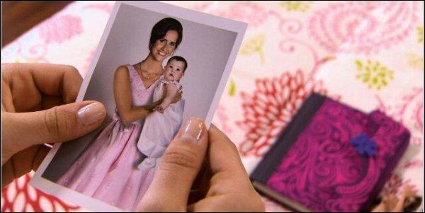 Est-ce que la mère de Violetta est morte ?