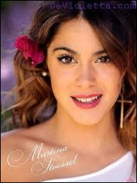 Qui joue Violetta dans  Violetta  ?