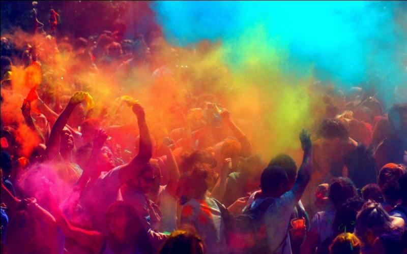 La musique, les lumières, la foule, les cris joyeux des enfants, tout (concourir) à donner un air de fête.