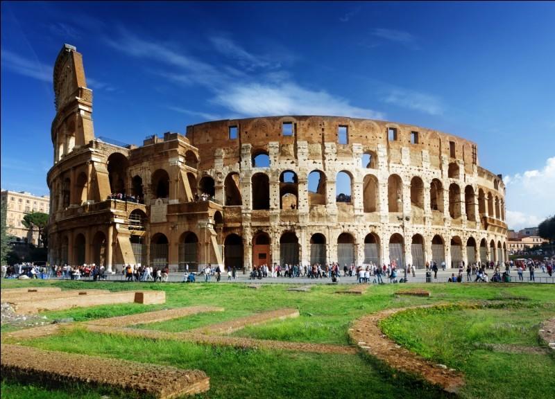 Paul et moi ----- les vestiges des ruines romaines.
