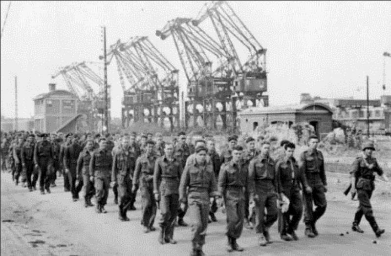 Elle avait été prévue, mais abandonnée par Churchill et Roosevelt le 19 juin. En quoi consistait l'opération « Sledgehammer » ?