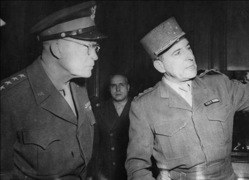 Comme un bon collaborateur qu'il est, le 29 Novembre, Pétain donne un ordre suite à une décision qu'Hitler a prise le 27 novembre. Qu'a-t-il été décidé ?