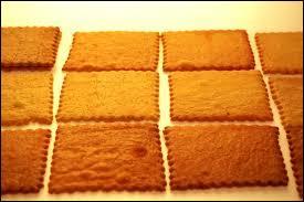 Également appelé Carré d'Auvergne, ce biscuit sablé carré est la spécialité de la ville de ...