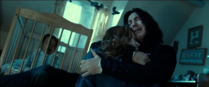 Dans  Harry Potter et les reliques de la mort (Partie II) , lors du flashback relatant les mémoires du Prince de Sang-Mêlé, quelle promesse Severus Rogue fait-il à Albus Dumbledore, après que ce dernier lui ait pardonné son alliance avec le Seigneur des Ténèbres, lors de la Première Guerre des sorciers ?