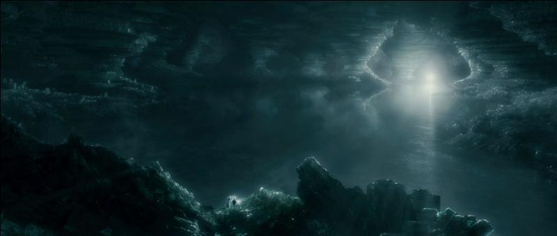 Peu après la création de l'Ordre du Phénix, un déchaînement de violence magique sans précédent se produit. Regulus Arcturus Black, un Mangemort, prend peur et fait défection. Il apprend par son elfe de maison, prénommé Kreattur, l'existence du médaillon de Salazar Serpentard, qui est devenu un horcruxe. En allant tenter de le récupérer, qu'arrive-t-il au frère de Sirius Black ?