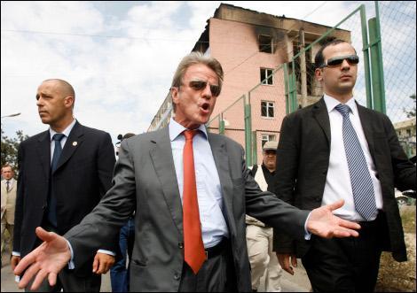 Bernard Kouchner a travaillé comme consultant pour le Gabon. Sur quel projet ?