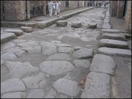 En quelle année ont commencé les fouilles archéologiques des deux villes ?