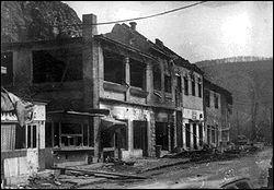 Ville assiégée de juin 1992 à août 1995. Les Serbes ne parviennent pas à prendre la ville qui reste bosniaque.