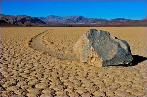 En Californie, on a pu observer, dans la Vallée de la mort, des pierres aux propriétés bien particulières !