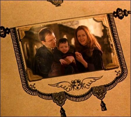 Qui offre ce carnet à Harry ? Et à quelle occasion ?