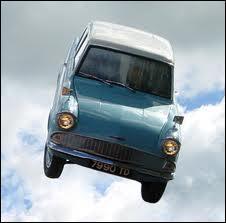Décidément Arthur Weasley aime vraiment bricoler les transports moldus ! Qu'a-t-il fait à celle-ci ?