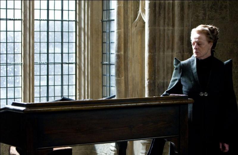 Suite à la disparition tragique d'Albus Dumbledore, c'est Minerva McGonagall qui est temporairement nommée directrice de Poudlard. Jusqu'à quand exerce-t-elle ses fonctions, avant que Severus Rogue ne reprenne ce poste, pour ce qui aurait dû être la dernière année scolaire de Harry Potter à Poudlard ?