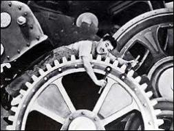 Pour assurer le fonctionnement continu d'une entreprise, les ouvriers font les trois ---.