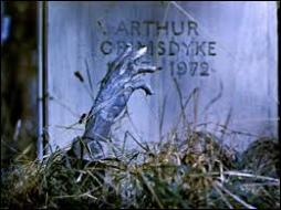 Etre --- pieds sous terre, c'est être mort et enterré.