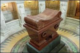Quel monarque français a obtenu des anglais que le corps de Napoléon soit rapatrié en France ? Il repose désormais aux Invalides.