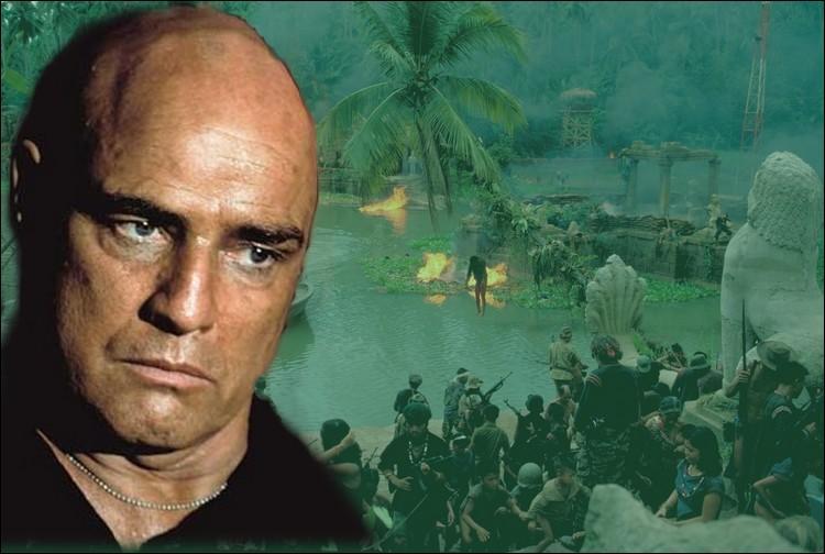 Pendant la guerre du Vietnam, un agent des services secrets américains est missionné afin de retrouver et d'abattre un colonel devenu un élément incontrôlable selon ses supérieurs de l'armée U. S...