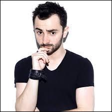 Qui est ce youtubeur, qui fait partie du trio 'Suricate' ?