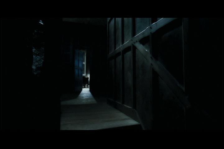 Cette bataille sanglante qui fait partie de la saga  Harry Potter  s'est déroulée pendant le mois de mars de l'année 1997. Elle est dépeinte dans  Harry Potter et les reliques de la mort (Partie I) . Ce conflit prend place dans le manoir des Malefoy, nouveau quartier général de Lord Voldemort et des Mangemorts. Quel était alors l'ancien quartier général ?