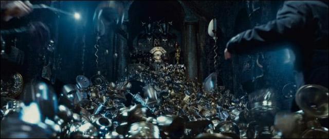 Après s'être remis de leurs émotions, Harry Potter, Ron Weasley et Hermione Granger, en repensant à l'affolement de Bellatrix Lestrange, sont amenés à en déduire qu'un autre horcruxe se trouve dans sa chambre forte. De quel horcruxe s'agit-il ?