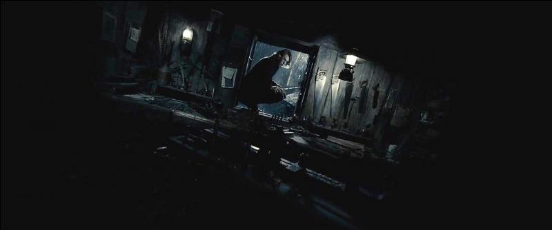 On sait déjà que Harry Potter est devenu, certes sans le savoir, le nouveau maître de la Baguette de Sureau. Si cette baguette fut pendant longtemps la propriété d'Albus Dumbledore, qui le directeur de Poudlard avait-il vaincu pour pouvoir en être le maître ?