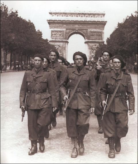 Une fois Paris libérée, les miliciens français encore à la solde du régime nazi, prennent le chemin de l'Allemagne malgré leur dissolution officielle. Qui par la suite, organisera leur capture ainsi que leur exécution / condamnation sur le territoire français ?