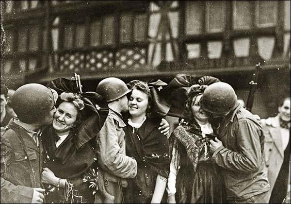 Au cours de quel mois de 1944, Strasbourg retombe-t-elle aux mains des Français ?